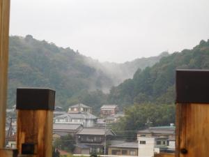 霧?雨雲?藤川の山